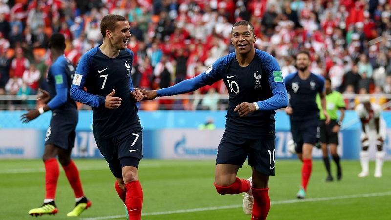 La escuadra francesa logró el 1-0 al minuto 34, Kylian Mbappe remató con la portería desguarnecida, después de un disparo de Oliver Giraud que desvió el defensa Alberto Rodríguez, dejando el balón a la deriva