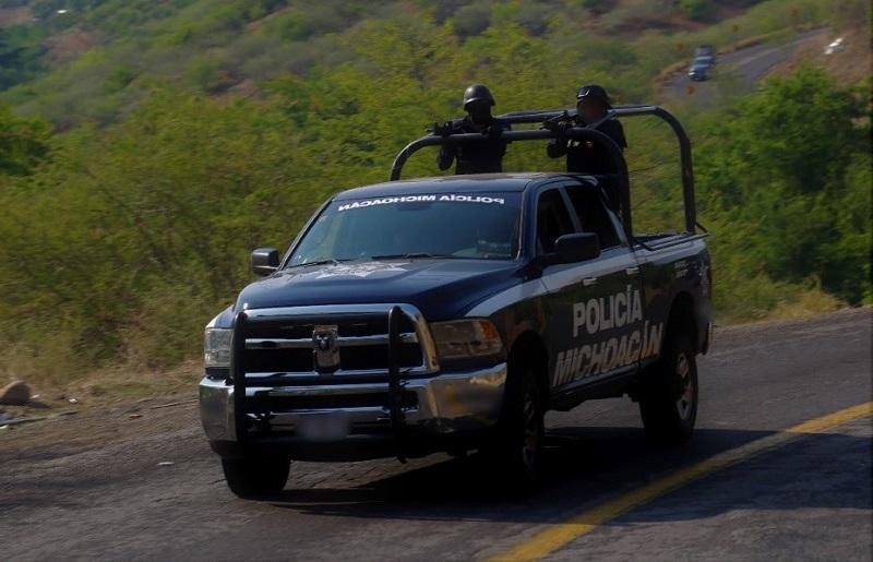 Personal destacamentado de la Policía Michoacán y elementos municipales, en coordinación con instancias federales patrullan y mantienen filtros aleatorios, con especial atención a los accesos a la demarcación