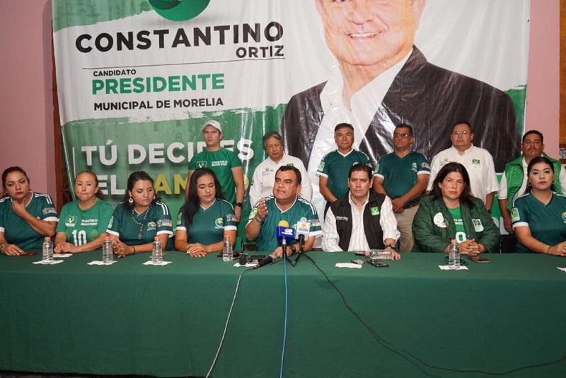 """Constantino Ortiz se dirigió a los trabajadores de la administración municipal para decirles que """"cuando sea presidente de Morelia, seré respetuoso de sus conquistas laborales, derechos sindicales y no permitiré que se les espíe o se les cuestione su actuar en horarios no laborables"""""""