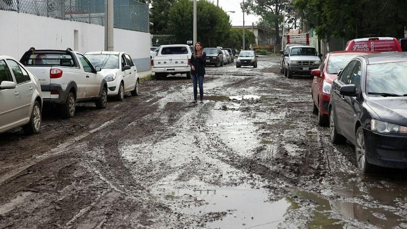 Daniela de los Santos subrayó que la reconstrucción de vialidades de esta zona del municipio es urgente y por ello ha asumido este compromiso con los industriales instalados en este espacio