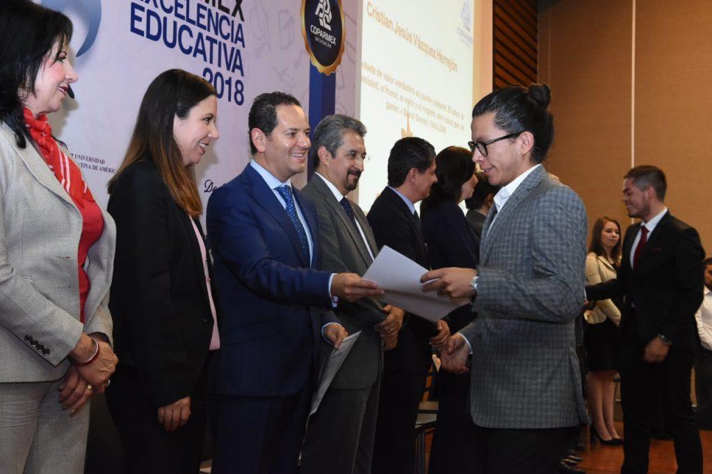 120 estudiantes de diversas carreras recibieron estímulos de Coparmex Michoacán