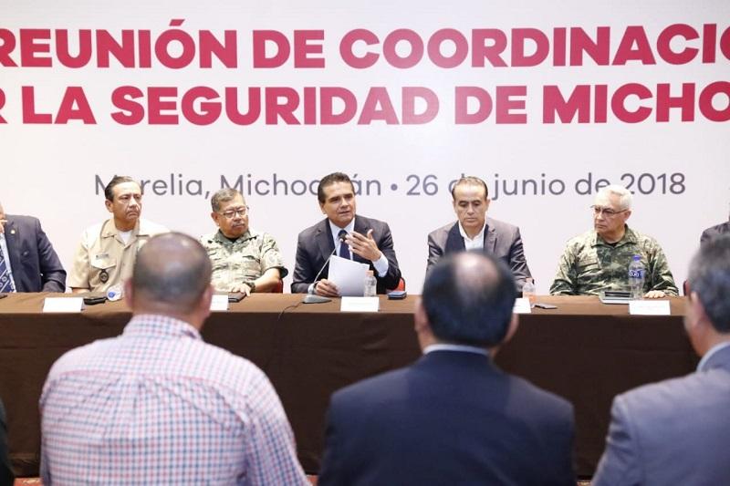 Silvano Aureoles reiteró su llamado a los alcaldes a concretar la capacitación y certificación de sus elementos de seguridad, a fin de dar certeza a sus habitantes y garantizar la tranquilidad en sus comunidades