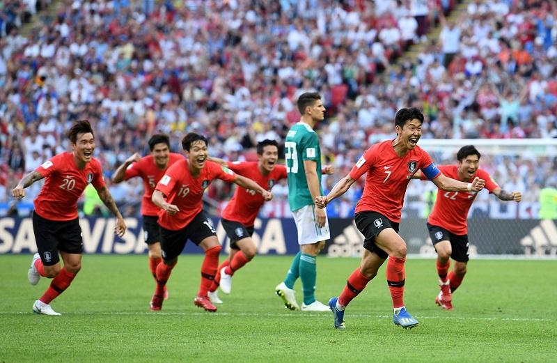 Quien marcó fue Corea, que lo hizo por partida doble en el descuento, primero con Kim, en un tanto que otorgó el VAR al comprobar que había tocado Kroos hacia atrás, y después con Son, después una contragolpe tras una pérdida de Neuer en el centro del campo