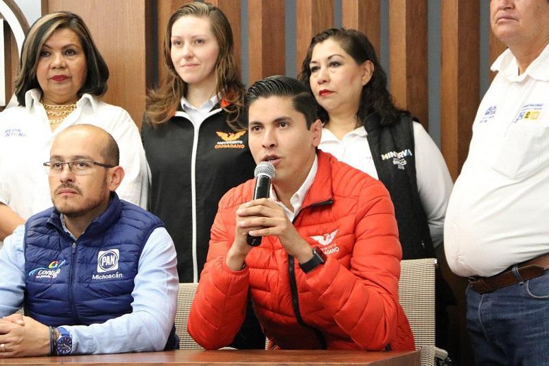 """Paredes Andrade reconoció el esfuerzo que ha hecho Carlos Quintana, candidato de la coalición """"Por Morelia al Frente"""" para la alcaldía de la capital del estado, así como la planilla que le acompaña, para llevar las propuestas a todos los rincones de Morelia"""