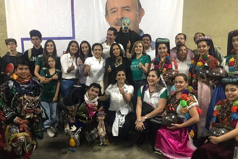 Tras confiar también en el triunfo del candidato a la alcaldía, Fausto Vallejo Figueroa, Karla Ruiz agradeció el apoyo de su familia, su compañera de fórmula, América Ayala, y un gran número de morelianos que han visto con agrado y con buenos ojos sus propuestas legislativas