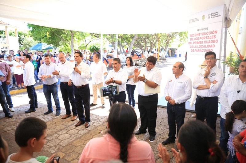 El presidente municipal de Parácuaro, Noé Zamora Zamora, comentó que para quienes viven en este lugar la rehabilitación de los portales será emblemática