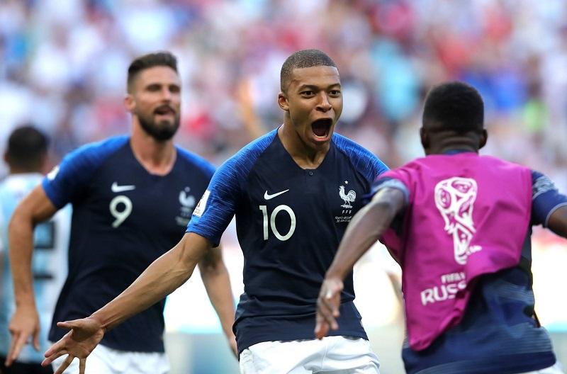 Mbappé marcó el tercer gol francés a los 63 minutos al definir con un zurdazo cruzado tras recoger un rebote en un rival de un remate de un compañero