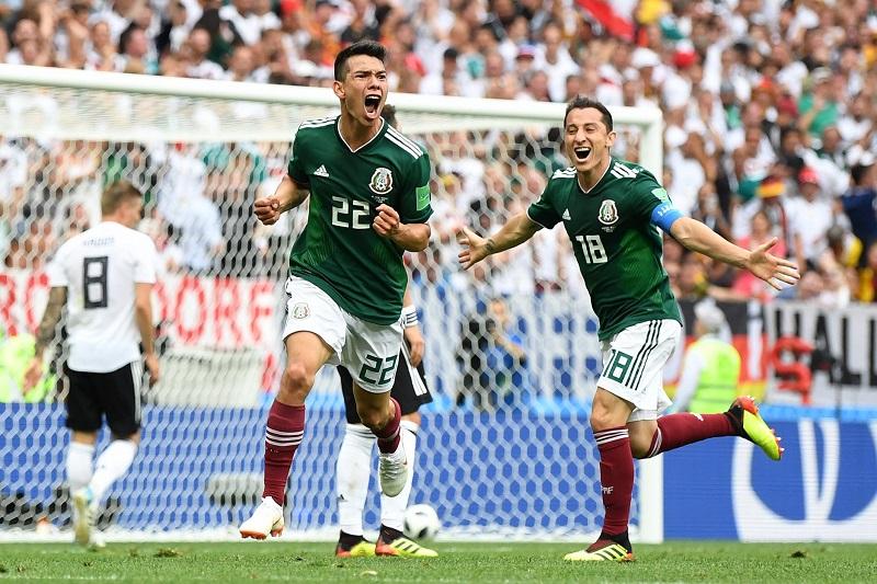 En un contragolpe (minuto 35), Chicharito Hernández aguantó el balón hasta encontrar al espacio a Chucky, que recibió en la izquierda, fintó a Mesut Ozil y ejecutó al capitán de la Mannschaft, Manuel Neuer