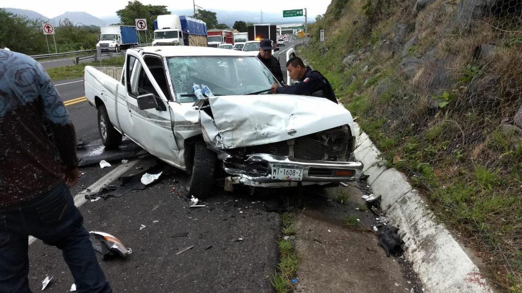 Tras el encontronazo quedaron heridas seis personas entre adultos y niños siendo auxiliados por paramédicos de Rescate y Salvamento de Michoacán