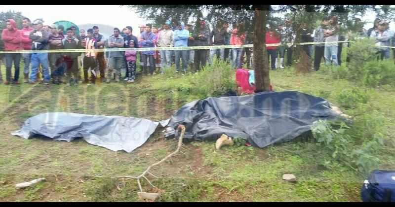 Elementos de la policía comunitaria encontraron ya sin vida en el lugar a Raymundo B., de 26 años, Josefa S., de 26 años, Agustín B., de 6 años y Cecilio B., de 3 años