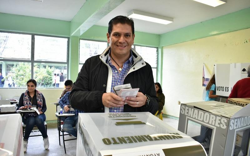 """Una vez que ejerció su voto este domingo primero de julio, Núñez Aguilar se pronunció por que """"todos participemos en las elecciones más grandes de la historia del país, y decidamos de manera libre y secreta a nuestros representantes en las urnas"""""""