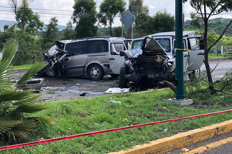 Sobre el percance, los peritajes establecieron que el conductor de la camioneta Chevrolet circulaba de oriente a poniente y en un momento determinado perdió el control de su vehículo, saltó el camellón central e impactó de frente a la camioneta Jeep que circulaba de poniente a oriente