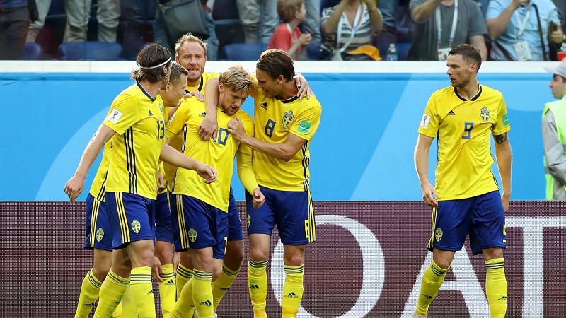 En un partido disputado con cautela desde los primeros compases, los suecos echaron mano de la fórmula que mejor le ha funcionado hasta el momento: replegarse, defender con solidez y golpear a la contra