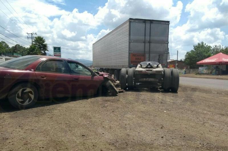 Testigos indicaron que después del percance el conductor bajo del vehículo y se retiró del lugar, por lo que autoridades se hicieron cargo del vehículo