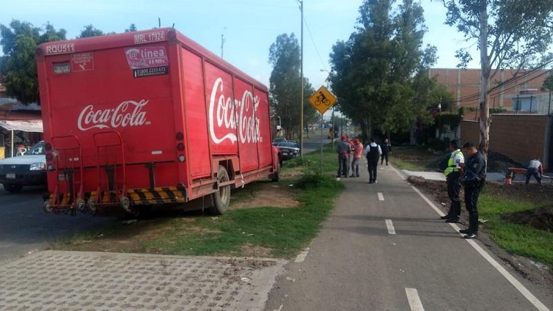 Fue esta mañana cuando normalistas de la ENEF  saquearon una camioneta de galletas y otra de frituras, así como un camión refresquero