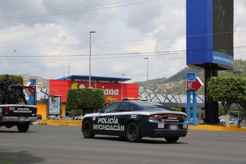La persona asegurada fue identificada como Enrique A., de 77 años de edad, a quien se le aseguró una pistola tipo escuadra calibre .45, con cargador y abastecida con 5 cartuchos útiles