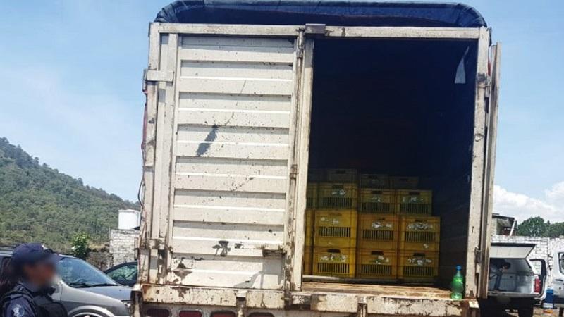 Luego de revisar la carga, el personal policial contabilizó tres mil 500 kilogramos del fruto, por lo que Carlos M., e Irving B., de 24 y 21 años de edad, respectivamente, serán puestos a disposición de la representación social correspondiente