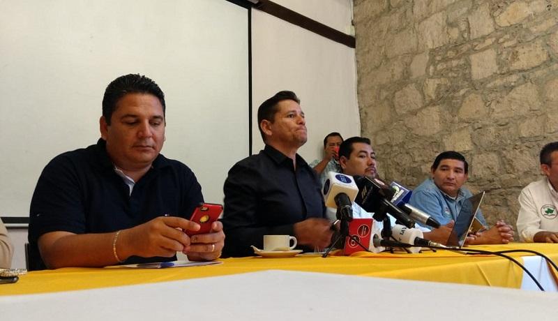 Tan solo al Sindicato Independiente de Trabajadores del Colegio de Bachilleres del Estado de Michoacán (SITCBEM) se le adeudan 250 millones de pesos según denunció el dirigente del gremio, Eduardo Mendoza Andrade