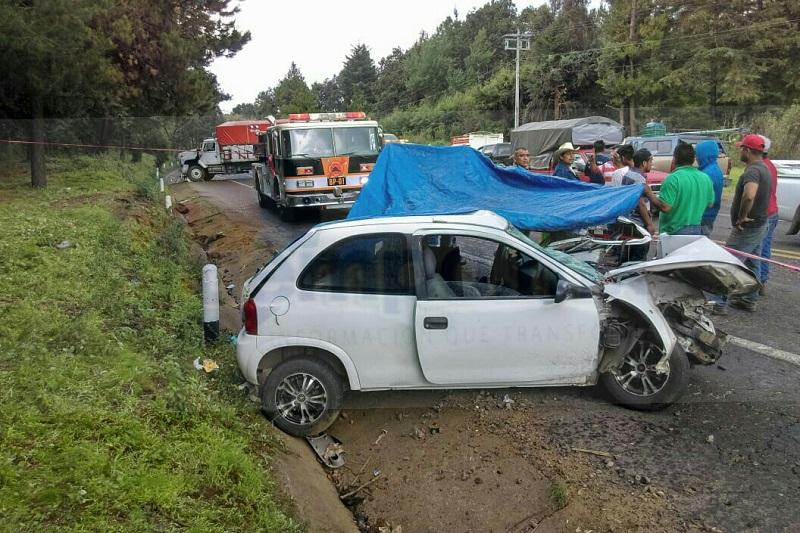El accidente dejó una persona sin vida en el interior del vehículo y tres lesionados