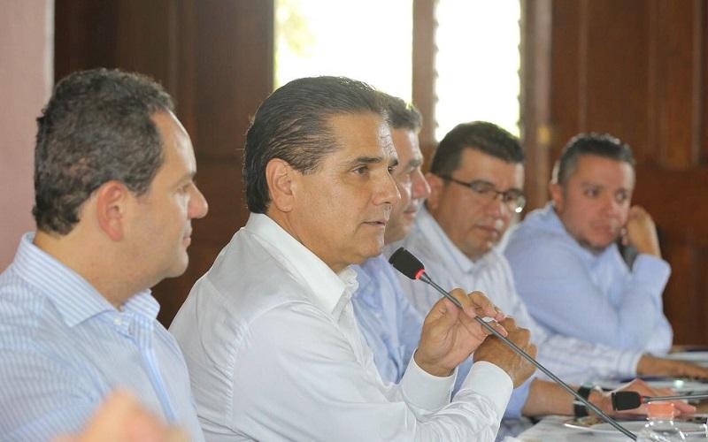 Durante una reunión realizada en Casa de Gobierno, el mandatario michoacano intercambió puntos de vista con los hombres y mujeres líderes empresariales de la entidad