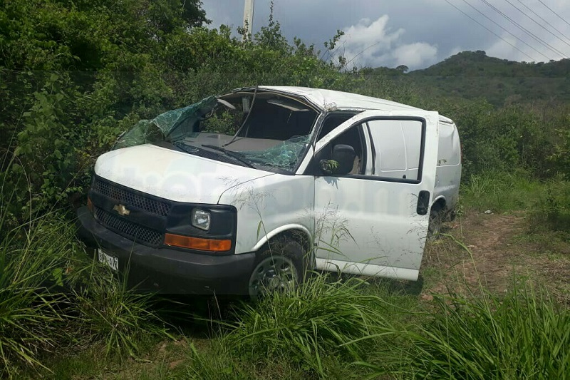 Los cuatros pasajeros que venían a bordo de la unidad salieron lesionados, por lo que personal de la ABEM llegó al lugar para rescatarlos, siendo apoyados por elementos de la Policía Michoacán