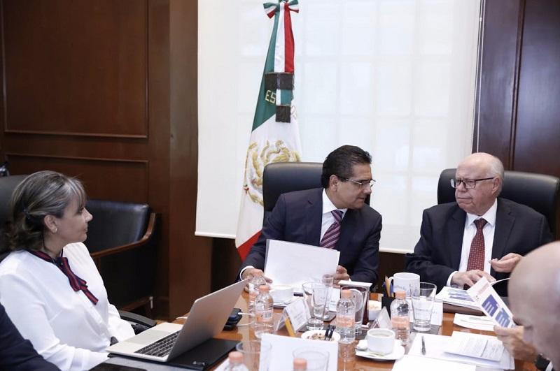Aureoles Conejo planteó al secretario José Narro, que una de sus mayores preocupaciones es resolver la situación de nómina en la Secretaría de Salud, para lo cual está en proceso una reestructuración que permitirá contar con el personal suficiente
