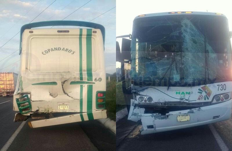 Acudieron al lugar paramédicos y bomberos de Protección Civil Tarímbaro, los cuales atendieron en el lugar a dos personas lesionadas