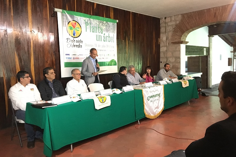 El gerente del Club Campestre Morelia, Rigoberto González, comentó que con el apoyo de la Comisión Nacional Forestal (Conafor) se logró la donación de 3 mil árboles de las variedades nativas de la zona
