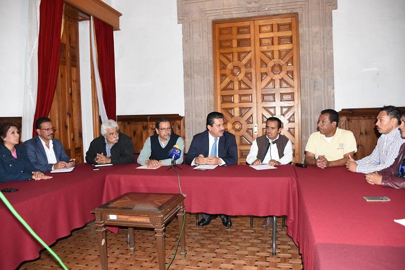 El legislador junto con el Vicepresidente de la Mesa Directiva, Enrique Zepeda Ontiveros atendieron a los integrantes del Sindicato Único de Trabajadores del Organismo Público Descentralizado de Servicios de Salud de Michoacán