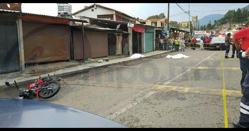 Tras el asalto al establecimiento de las víctimas, ubicado en la localidad de Las iras, éstas persiguieron a los delincuentes que huyeron en motocicleta, pero al alcanzarlos fueron recibidos a balazos