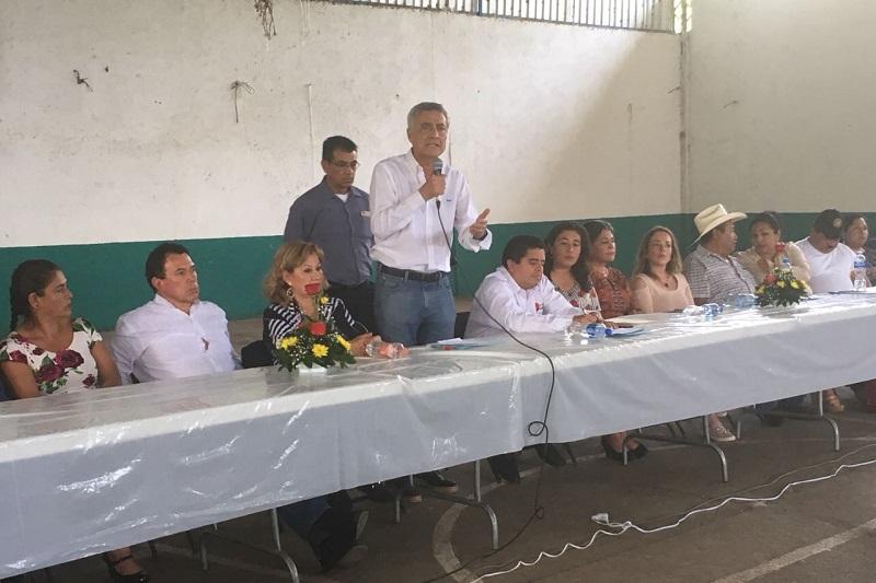 Cristóbal Arias acudió a la ciudad de Uruapan, donde sostuvo una reunión con un amplio número de ciudadanos