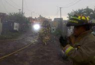 Luego de recibir el reporte de la presencia de fuego en una casa de la calle Juan Bautista Márquez en la referida colonia, las brigadas municipales acudieron a la brevedad al lugar de los hechos donde colaboraron para sofocar las llamas