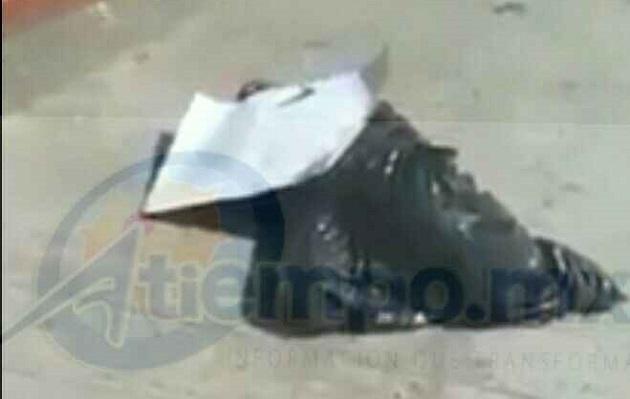 Personas que transitan por la calle del panteón localizaron bolsas negras y en su interior un cuerpo desmembrado con una cartulina, por lo que dieron aviso a las autoridades