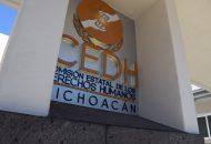 La madre del agraviado presentó queja en la Visitaduría Regional de Zamora, luego de que su hijo, quien limpiaba parabrisas en los cruceros de La Piedad, fue detenido por elementos policiacos, quienes lo condujeron a la barandilla de esa ciudad