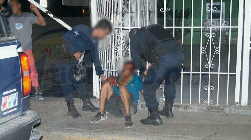 """Personal de la Policía Municipal acudió al lugar de la detención para trasladar a """"El Ciro"""" al área de barandilla y el afectado interpusiera su denuncia por el delito de robo"""
