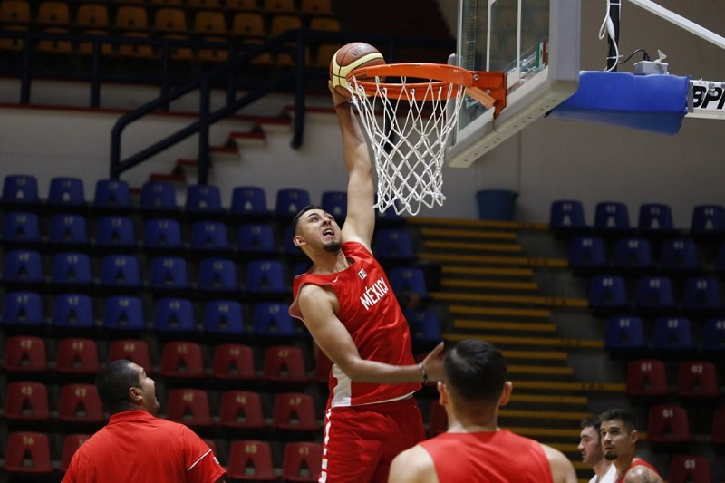 El entrenamiento tuvo una duración aproximada de dos horas y fue observado de principio a fin por entrenadores y miembros de diferentes Ligas de baloncesto de la entidad