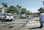 El auto se encontraba completamente volcado y en el interior una persona fallecida de aproximadamente 19 años de edad, por lo que fue resguardado el lugar por elementos de la Policía Michoacán