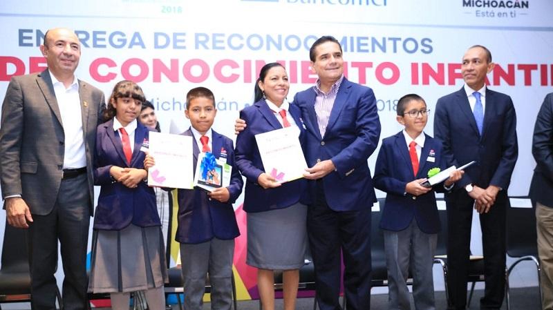 Es de suma importancia reconocer a nuestras niñas y niños por este esfuerzo, pero también a sus maestras y maestros: Silvano Aureoles