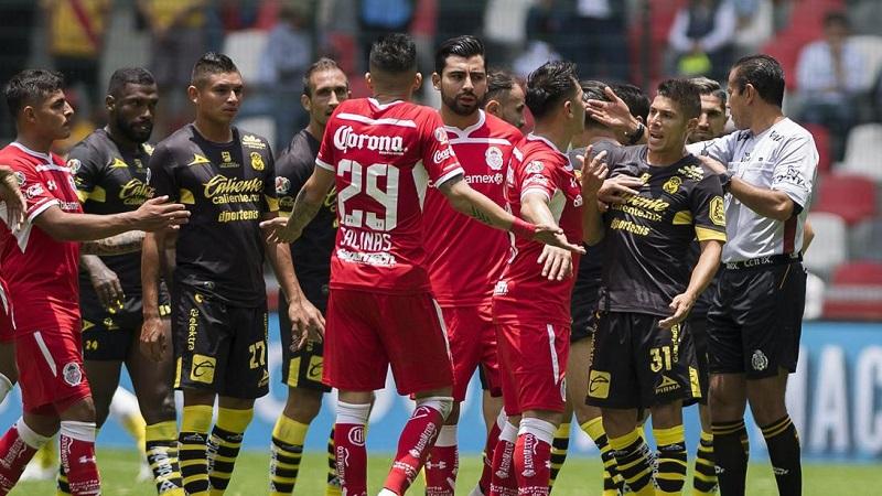 Se le anuló un gol a los michoacanos, los locales cobraron rápido, mientras seguían los reclamos al silbante y Rubens Sambueza quedó solo para anotar el segundo