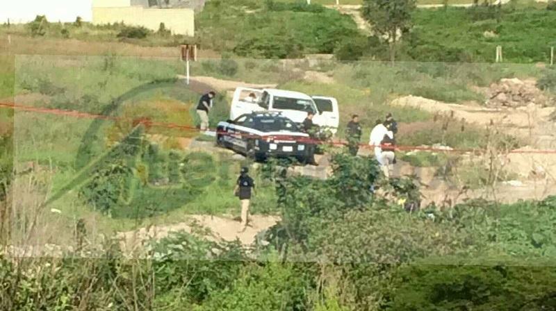 Al lugar acudieron elementos de la Policía Michoacán, quienes confirmaron la información y solicitaron el apoyo de la Fiscalía del Estado, haciéndose cargo la Unidad Especializada en la Escena del Crimen
