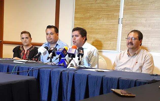 Después de señalar que no dirá nombres ni municipios para evitar represalias, Roberto Pantoja adelantó que para todos ellos se pedirá seguridad por parte de la Marina o el Ejército Mexicano, porque no confían en las autoridades estatales