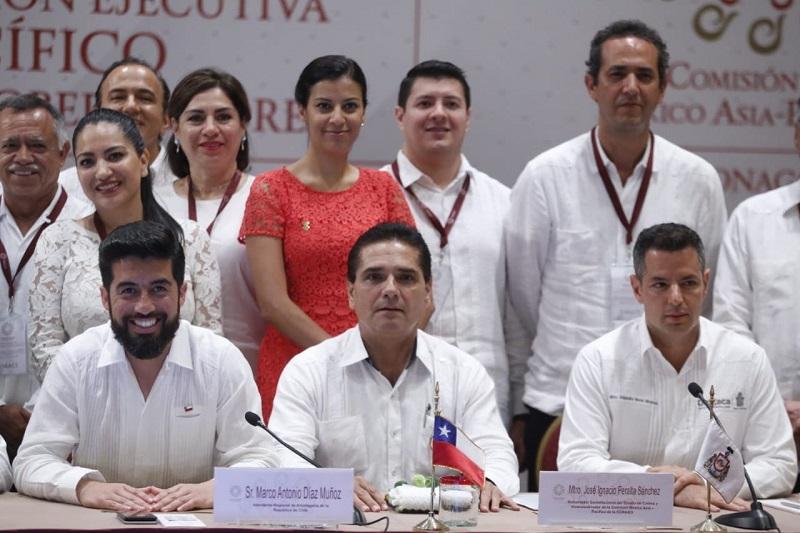 El mandatario michoacano, quien estuvo acompañado del secretario de Desarrollo Económico, Jesús Melgoza Velázquez, coincidió en que las naciones del Pacífico y Asia, son los destinos del siglo XXI