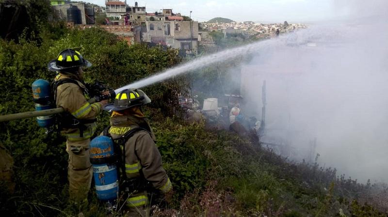 Pese al difícil acceso a la ubicación, el personal de bomberos llevó a cabo diversas maniobras para poder controlar las llamas y posteriormente sofocar el incendio en su totalidad, sin que se registraran pérdidas humanas que lamentar