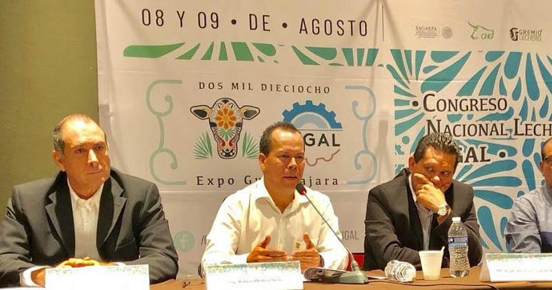En rueda de prensa, el secretario invitó a las y los ganaderos a participar en el II Congreso Nacional de Productores de Leche a realizar el 8 y 9 de agosto en Guadalajara
