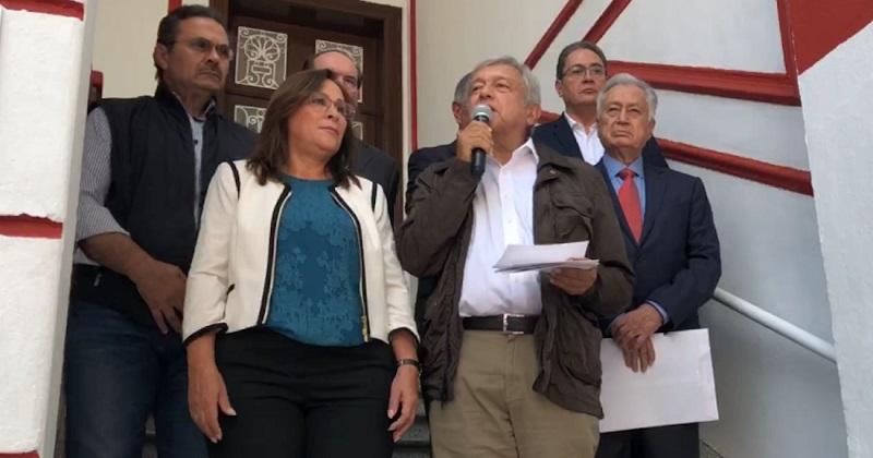 """""""En materia energética hemos definido cuatro proyectos estratégicos. El primero consiste en extraer petróleo con urgencia, porque se está cayendo la producción petrolera"""", dijo López Obrador"""