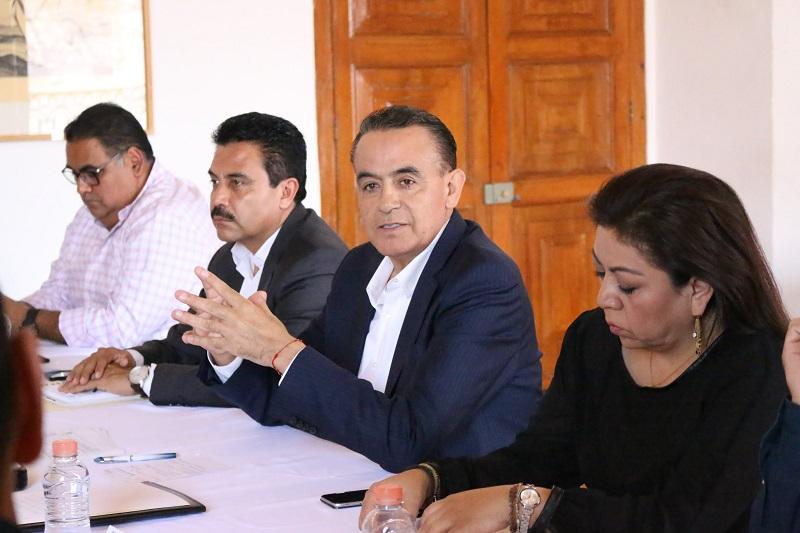 Pascual Sigala expuso que el gobernador ha agrupado tres gabinetes: el de Gobernabilidad, el Social, y el Económico, en los que habrán de concentrarse las distintas acciones para mejorar la atención en cada una de las áreas