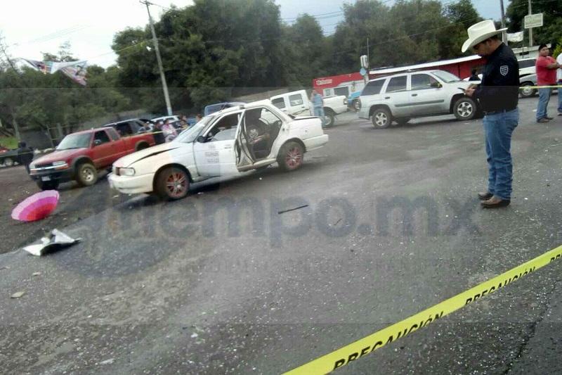 Al lugar acudieron paramédicos de Protección Civil Peribán y de la Cruz roja de Los Reyes, los cuales localizaron a un hombre sin vida en el interior del taxi