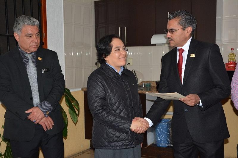Apolinar Cortés, destacó el desempeño en el cargo del director saliente, Víctor Hugo Vieyra Avilés, a quien agradeció su entrega y servicio a esta Casa de Estudios