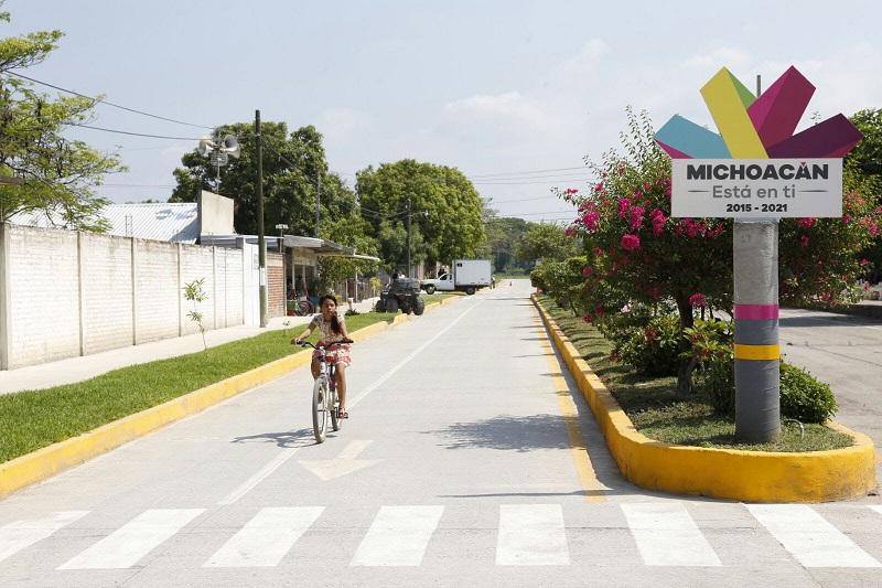 Para el año en curso, contempla la introducción de servicios básicos y la pavimentación con concreto hidráulico de la calle Janitzio en Buenavista Tomatlán, y de la rúa Fray Juan de Zumárraga en La Ruana