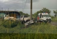 Vehículo choca contra una camioneta en la carretera Huetamo - Morelia